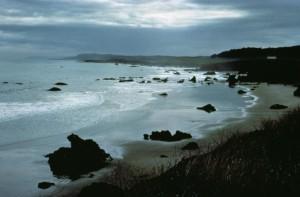 california-coast-at-dusk-725x476